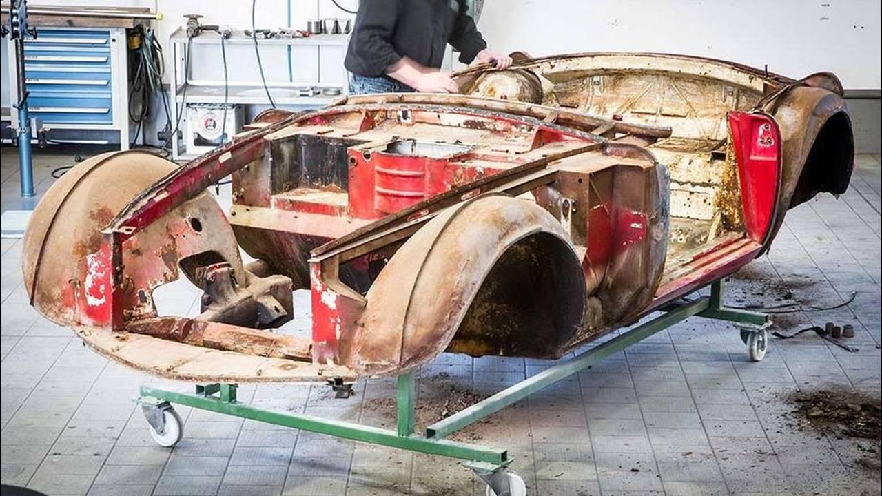 https://cdn.cnngreece.gr/media/news/2016/07/31/41234/photos/snapshot/1957-bmw-507-roadster-elvis-presley-38.jpg