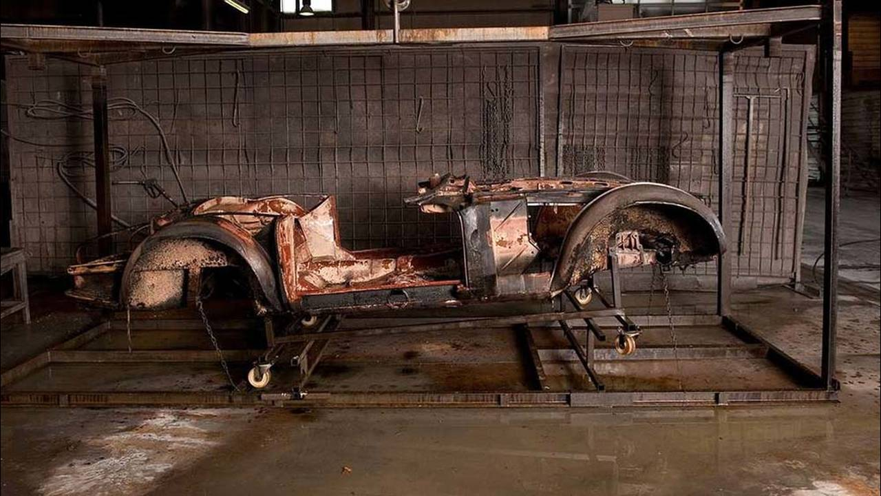 https://cdn.cnngreece.gr/media/news/2016/07/31/41234/photos/snapshot/1957-bmw-507-roadster-elvis-presley-45.jpg