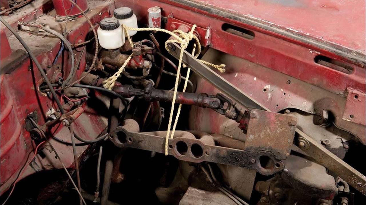 https://cdn.cnngreece.gr/media/news/2016/07/31/41234/photos/snapshot/1957-bmw-507-roadster-elvis-presley-5.jpg