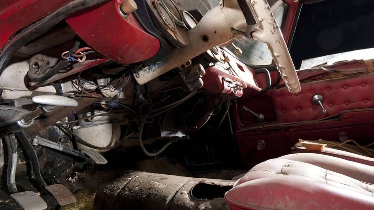 https://cdn.cnngreece.gr/media/news/2016/07/31/41234/photos/snapshot/1957-bmw-507-roadster-elvis-presley-7.jpg