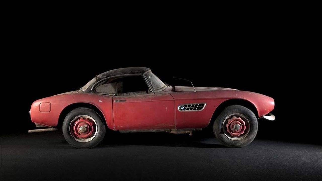 https://cdn.cnngreece.gr/media/news/2016/07/31/41234/photos/snapshot/1957-bmw-507-roadster-elvis-presley-78.jpg