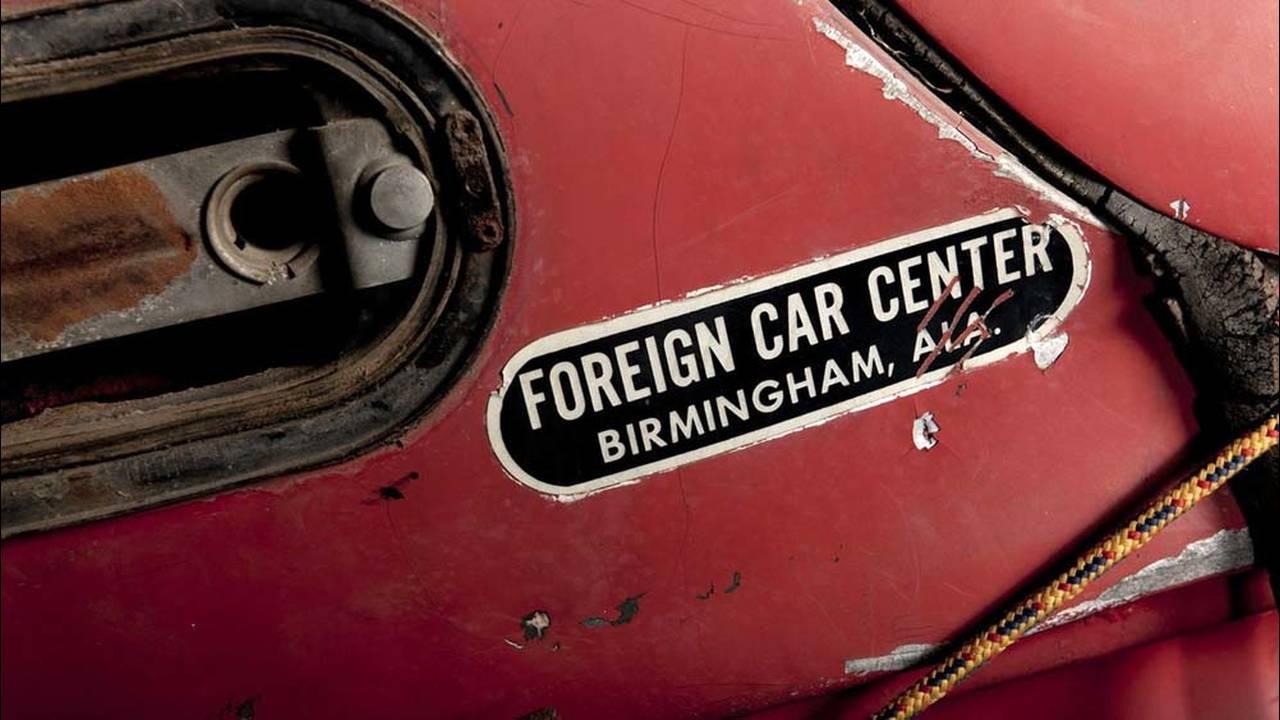 https://cdn.cnngreece.gr/media/news/2016/07/31/41234/photos/snapshot/1957-bmw-507-roadster-elvis-presley-9.jpg