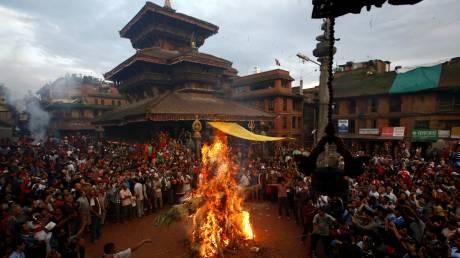 Στο Νεπάλ καίνε το δαίμονα Ghantakarna