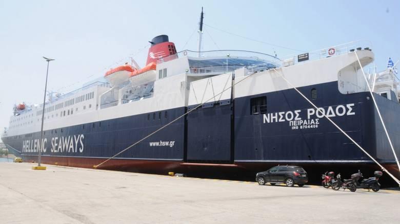 """Μηχανική βλάβη στο """"Νήσος Ρόδος"""" - Πλέει προς Πάρο με πάνω από 2.000 επιβάτες"""
