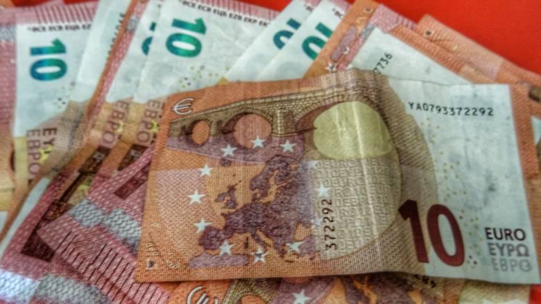 Το φάντασμα του «κόφτη» πλανάται πάνω από την οικονομία