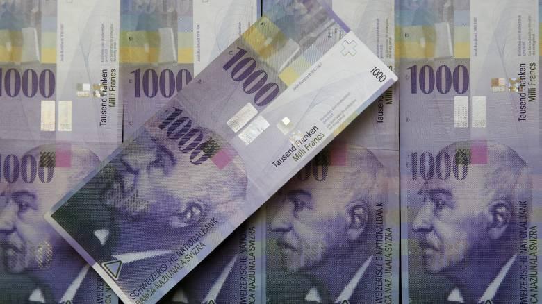 Ετοιμάζεται να παρέμβει για να ρίξει το φράγκο η Ελβετία