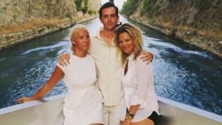 Η Emily Ratajkowski στη Σαντορίνη, ο Valentino στη Μύκονο. Ένα καλοκαίρι made in Greece