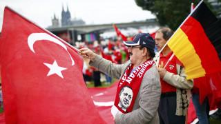 Ο Π. Βαλασόπουλος για τη νέα ένταση στις σχέσεις Γερμανίας-Τουρκίας για το προσφυγικό (aud)