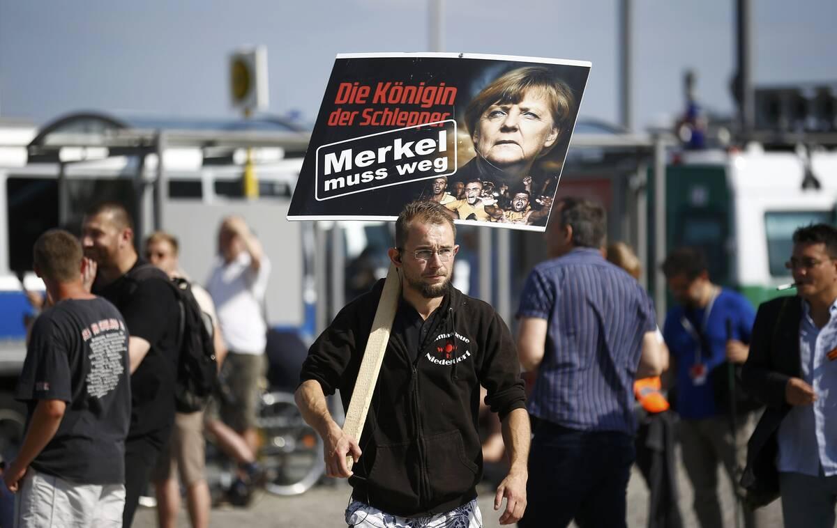 Merkel wir fuer 2016 07 30T145848Z 1681824089 LR1EC7U15LQZQ RTRMADP 3 GERMANY PROTEST