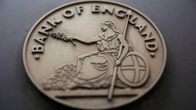 Μείωσε τα επιτόκια η Τράπεζα της Αγγλίας