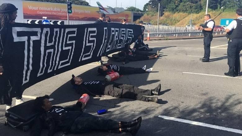 Κυκλοφοριακό κομφούζιο στο αεροδρόμιο του Χίθροου εξαιτίας διαμαρτυρίας