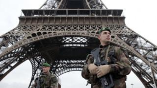 Συναγερμός στο Παρίσι: Εκκενώθηκε η περιοχή γύρω από τον Πύργο του Άιφελ
