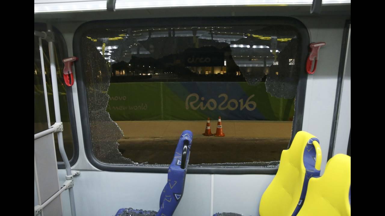 https://cdn.cnngreece.gr/media/news/2016/08/10/42282/photos/snapshot/2016-08-10T003123Z_1073339592_RIOEC8A01FOJ0_RTRMADP_3_OLYMPICS-RIO-BUS-1.JPG
