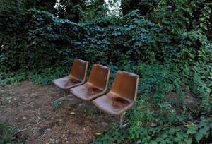 Εγκαταλελειμμένο πια το παγκάκι, που τους προηγούμενους μήνες εξυπηρέτησε άπειρους ανθρώπους που κάθισαν πάνω του για να ξαποστάσουν.
