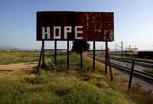 Ελπίδα, μια λέξη που αποτυπώνει με τον καλύτερο τρόπο αυτό που ένιωθαν οι χιλιάδες πρόσφυγες που πέρασαν από την Ειδομένη.