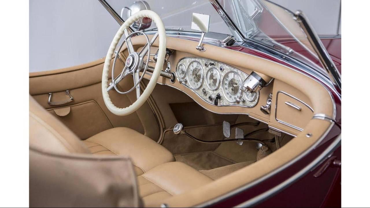 https://cdn.cnngreece.gr/media/news/2016/08/11/42411/photos/snapshot/MERCEDES-BENZ-500K-SPECIAL-ROADSTER-1935-42.jpg