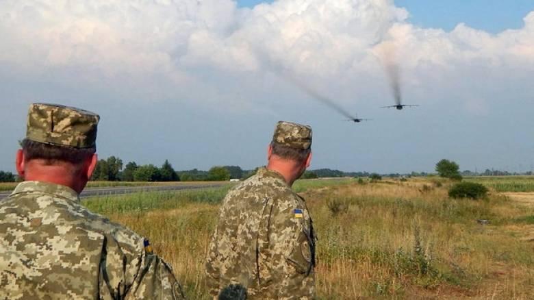 Αυξάνεται κατακόρυφα η ένταση στην Κριμαία - Στέλνουν στρατό Ρώσοι και Ουκρανοί