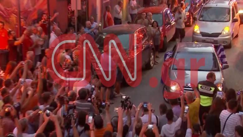 Αποστολή CNN Greece: Θριαμβευτική υποδοχή της Άννας Κορακάκη