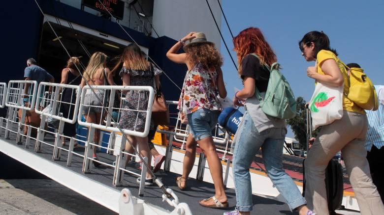 Γεμάτα φεύγουν τα πλοία - Έκτακτα μέτρα στις εθνικές οδούς ενόψει Δεκαπενταύγουστου
