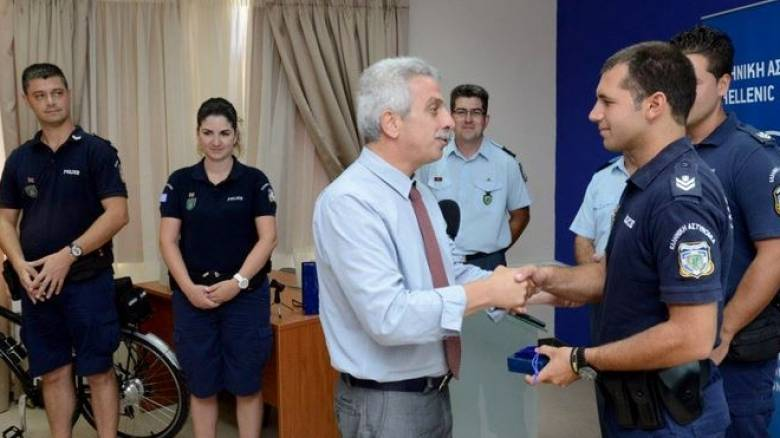 Κέρκυρα: Τιμήθηκαν οι αστυνομικοί που έσωσαν Ισπανίδα από πνιγμό