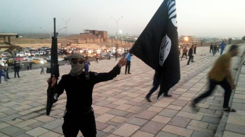 Οι τζιχαντιστές κρατούν ομήρους 2.000 αμάχους από την πόλη Μανμπίτζ