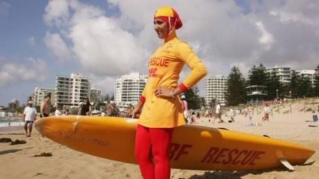 Γαλλία: Ο δήμαρχος των Καννών απαγόρευσε το μπουρκίνι στις παραλίες