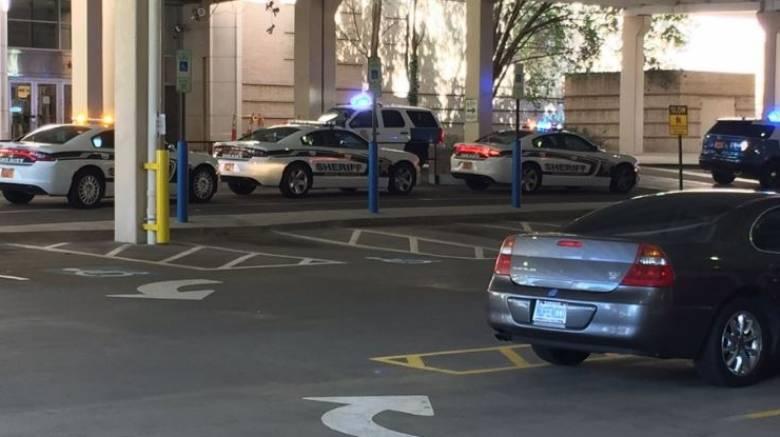 ΗΠΑ: Ένοπλος άνοιξε πυρ μέσα σε εμπορικό κέντρο (pic&vid)