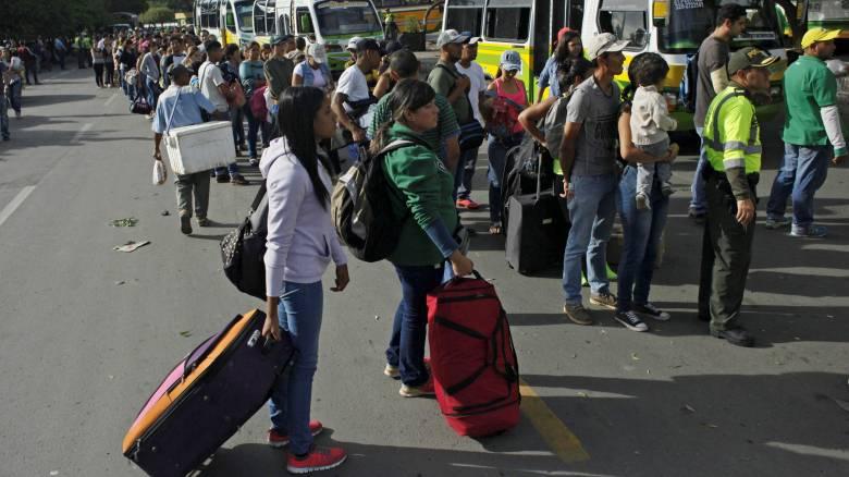 Άνοιξαν τα σύνορα Βενεζουέλας-Κολομβίας: Ταξίδεψαν 800 χλμ για λίγο ρύζι και λάδι