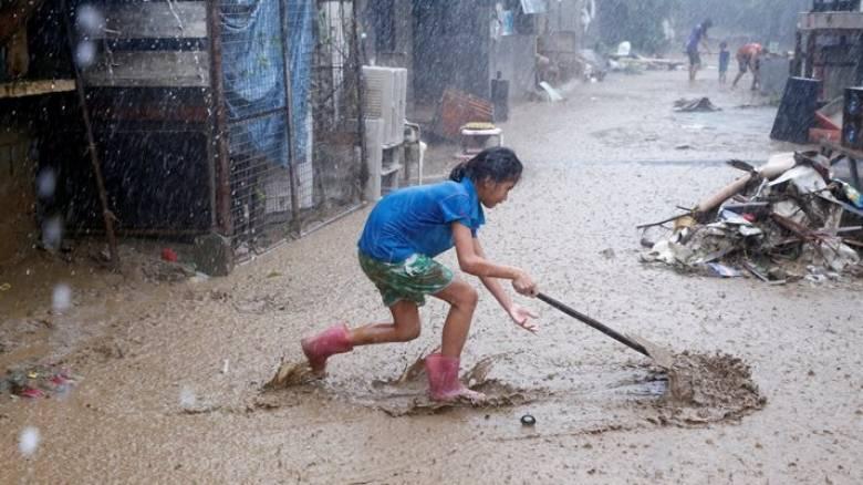 Φιλιππίνες: Πέντε νεκροί και δεκάδες χιλιάδες μακριά από τα σπίτια τους λόγω βροχοπτώσεων