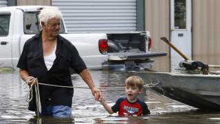 Ακραία καιρικά φαινόμενα σε Λουιζιάνα και Καλιφόρνια τρέπουν σε φυγή τους πολίτες