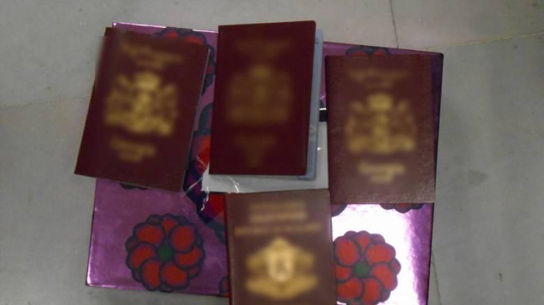 Μπαράζ συλλήψεων για πλαστά ταξιδιωτικά έγγραφα