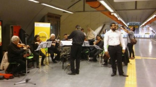Όπερα στο μετρό, σε φαβέλες και νοσοκομεία
