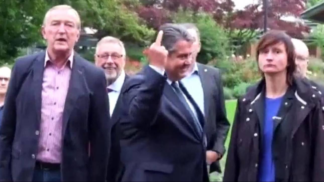 Γερμανία: Η «άσεμνη» χειρονομία του Ζίγκμαρ Γκάμπριελ σε νεοναζί