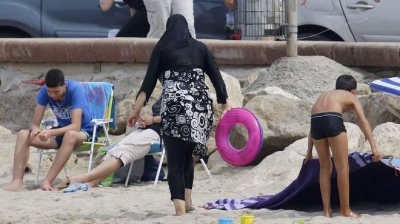 Γαλλία: Ελέγχους σε γυναίκες που φορούν μπουρκίνι στις παραλίες