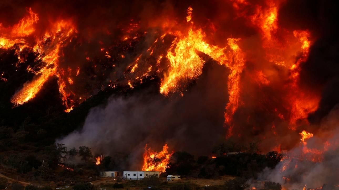 «Κόλαση»  φωτιάς στην Καλιφόρνια, απομακρύνθηκαν 80.000 κάτοικοι