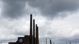 Η Volkswagen θα περικόψει την παραγωγή της σε τρία εργοστάσια στη Γερμανία