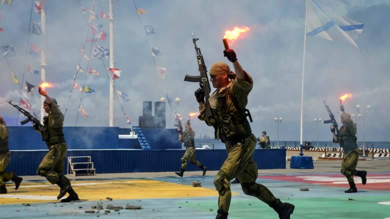 Ρωσικές δυνάμεις εκπαιδεύονται στην Κριμαία