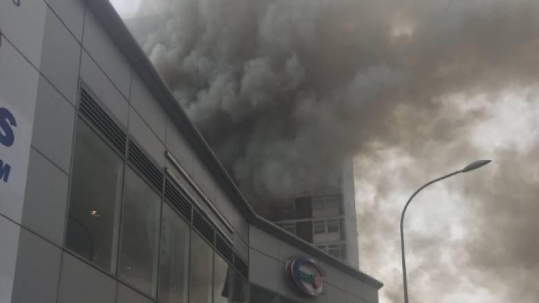 Λονδίνο: Φωτιά σε συγκρότημα πολυκατοικιών –αναφορές για εγκλωβισμένους (pic+vid)