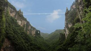 Κίνα: Άνοιξε για το κοινό η μεγαλύτερη και ψηλότερη γυάλινη γέφυρα του κόσμου