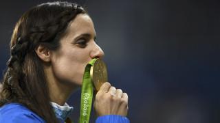 Ρίο 2016: η απονομή της Κατερίνας Στεφανίδη για το Χρυσό στο επί κοντώ