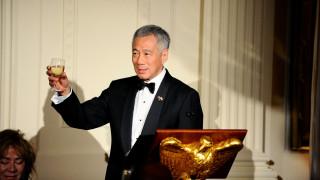 Ο πρωθυπουργός της Σιγκαπούρης λιποθύμησε σε ζωντανή τηλεοπτική μετάδοση (vid)