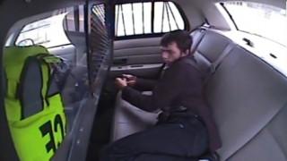 Κρατούμενος εκσφενδονίζεται από παρμπρίζ περιπολικού μετά από τροχαίο και το σκάει