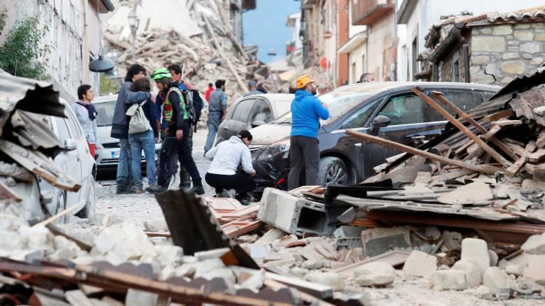 Καταστροφικός σεισμός στην Ιταλία - Ισοπεδώθηκε χωριό (vid & pics)