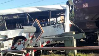 Γερμανία: Τρένο συγκρούστηκε με λεωφορείο-Δύο σοβαρά τραυματίες