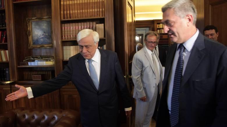 Διαδοχικές συναντήσεις του Ύπατου Αρμοστή του ΟΗΕ με Παυλόπουλο-Τσίπρα