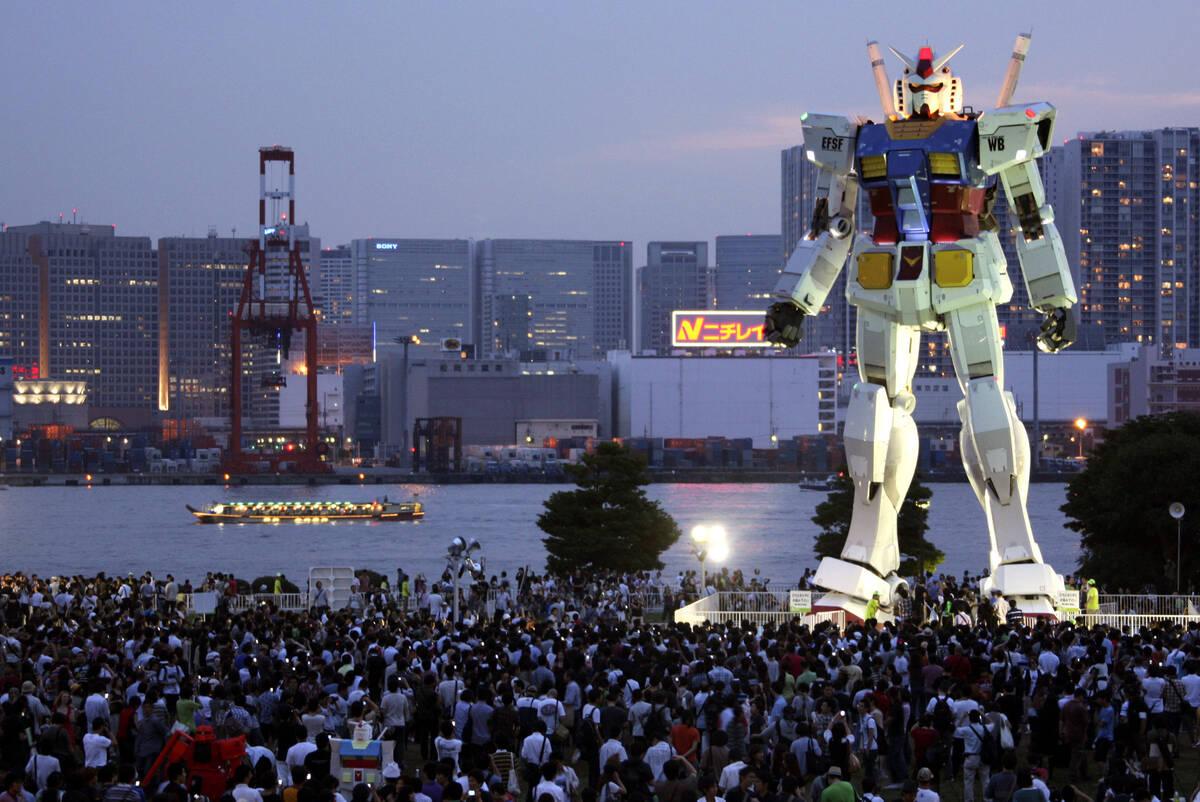 p11 hornyak giant robots a 20140321 copy