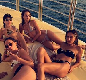 H Alessandra Ambrosio και η παρέα της στο St Tropez