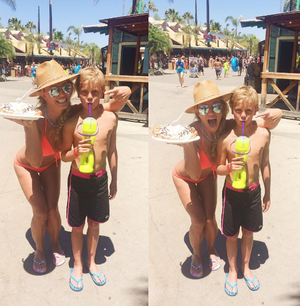 Η Μπρίτνεϊ Σπίαρς με τον 9χρονο γιο της Jayden James σε θεματικό πάρκο στο Λος Άντζελες