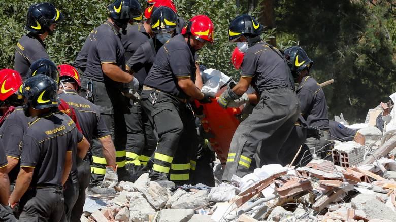 Σεισμός-Ιταλία: Άγνωστος ο αριθμός των ανθρώπων που αγνοούνται (vid & pics)