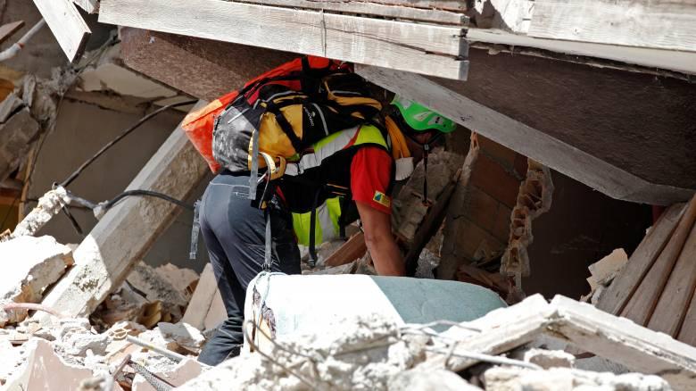 Σεισμός Ιταλία: Αυξάνονται οι νεκροί, συνεχίζονται οι έρευνες στα συντρίμμια